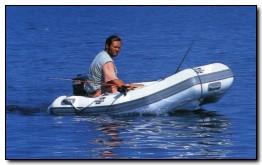 Anche una piccola imbarcazione può essere adeguata per questa tecnica